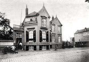 Photo: 1922 Bredascheweg 151, Hotel-pension-Restaurant  'De Koepel' van Severijnen, aan de kruising Heuvelstraat-Haagweg.