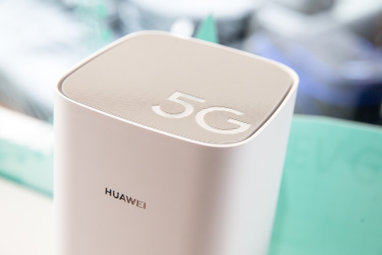 Japanese, UK carriers delay release of Huawei phones