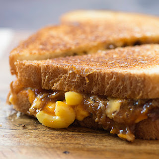 Barbecue Mac and Cheese Grilled Cheese Sandwiches