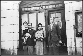 Photo: Przed restauracją mieszczącą się w budynku rudnickiego banku. Zdjęcie z lat 40 lub początku 50-tych