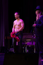 Photo: Paita lähti pois yleisön pyynnöstä / The winner took his shirt off as demanded by the audience