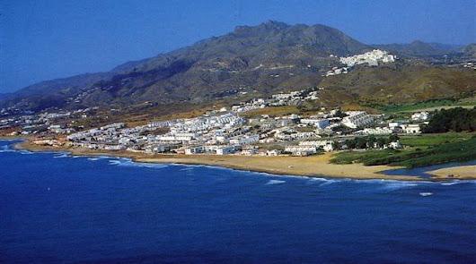 Marroquís y rumanos tiran de la venta de viviendas en Almería