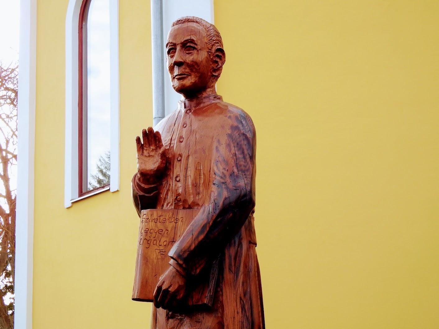 Vasszécseny - Abai Imre-szobor a szécsenyi temetőkertben