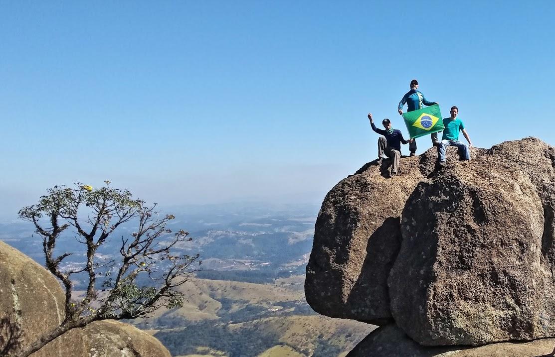 Pedra Grande, Atibaia, 1420m, Atibaia, São Paulo, Brasil. Jean Marie Polli, Robert Willian Polli e Phellipe Dias Aranha.