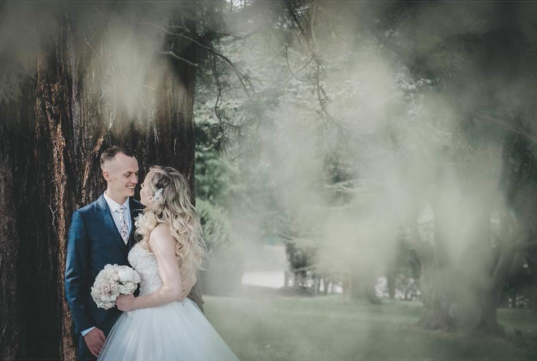 bride an groom