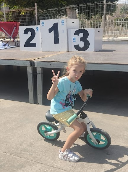 Los más pequeños también se subieron a la bicicleta.