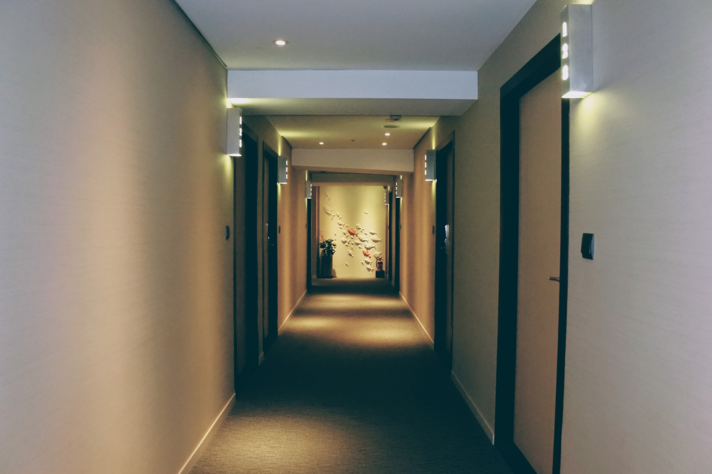 The hallway to the rooms