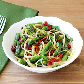 Whole Wheat Pasta with Asparagus and Sun-dried Tomatoes RecipeWhole Wheat Pasta with Asparagus and Sun-dried Tomatoes.
