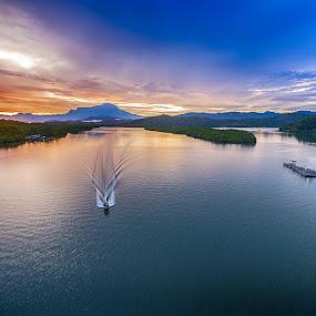 Good Morning Akinabalu by Härris McHörrör - Transportation Boats ( mengkabong bridge, eos7d, sabah,  )