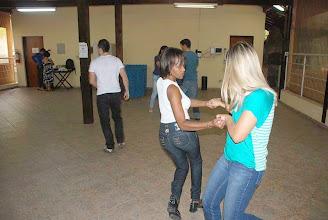 Photo: Servidores tem aula de dança com o professor Thiago Wolfmann