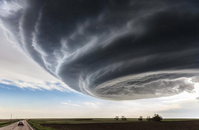 """Giải nhất là tác phẩm """"The Independence Day"""" (Ngày độc lập) của Marko Korošec ghi lại hình ảnh cơn bão gần thành phố Julesburg, Colorado, Mỹ."""