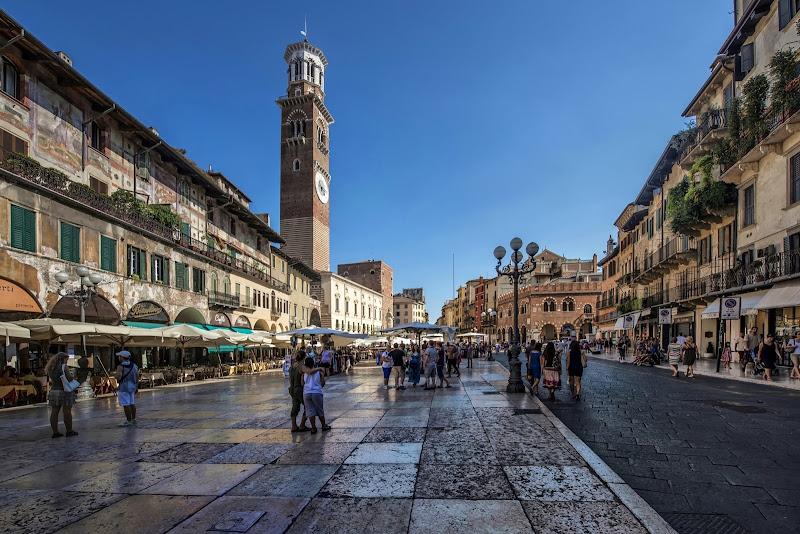 Appuntamento a Verona  di Enrico Balla