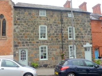 Welshpool town house for sale