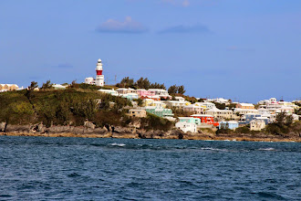 Photo: Sailing up along the north-east reef of Bermuda
