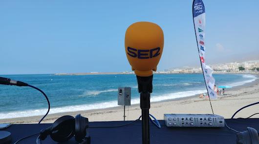 La Cadena SER comienza la semana desde la playa de Adra
