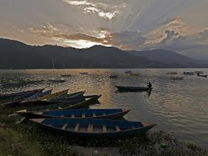 Photo: Am Abend in Pokhara am Phewa See
