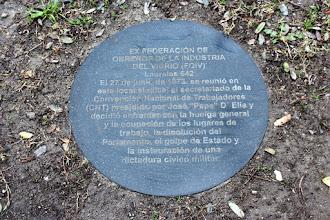 Photo: Marcas de la Memoria (1) La huelga general, 27/06/1973. Ex sede del Sindicato del Vidrio. Laureles 642 (esq. Carlos Tellier). Placa conmemorativa.