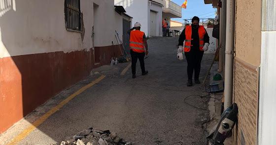 Mejoras en calles, alumbrado público y redes de saneamiento gracias al PFEA