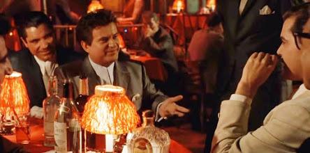 """Photo: A famosa cena """"Do You think I'm funny?"""" onde Joe Pesci brinca com Ray Liotta em """"Os Bons Companheiros""""."""