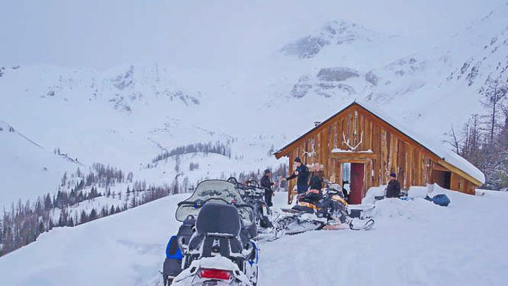 Paradise Hut via a snowmobile tour