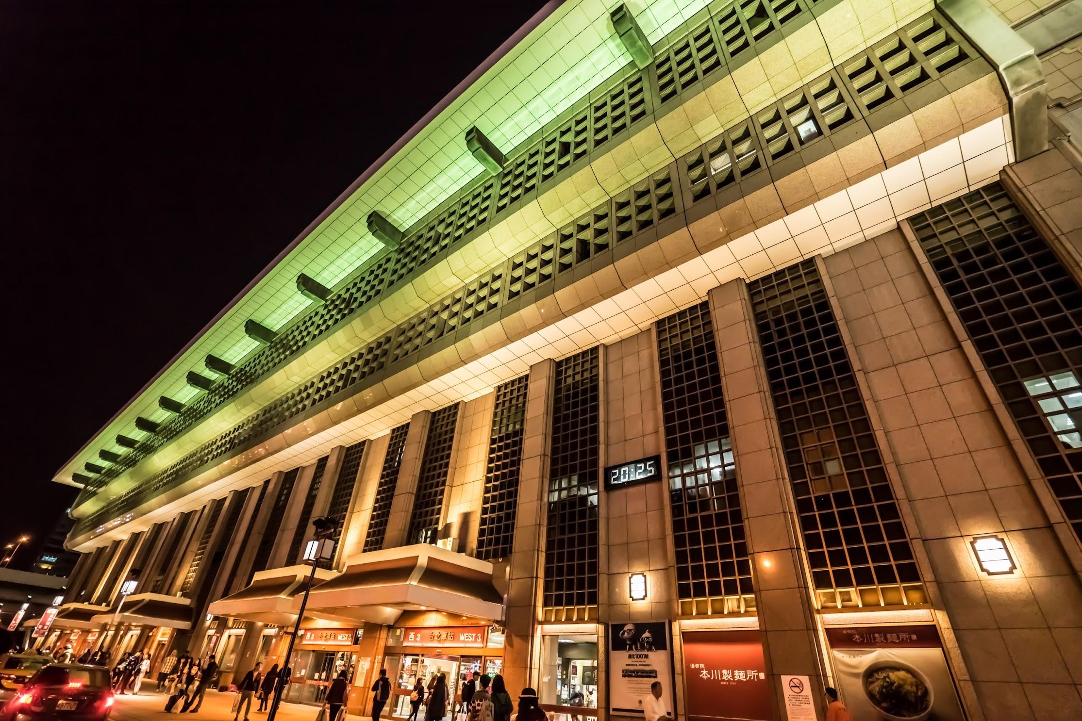 台北駅 ライトアップ1