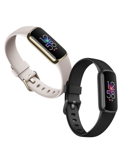 Fitbit Luxe in light grey and black