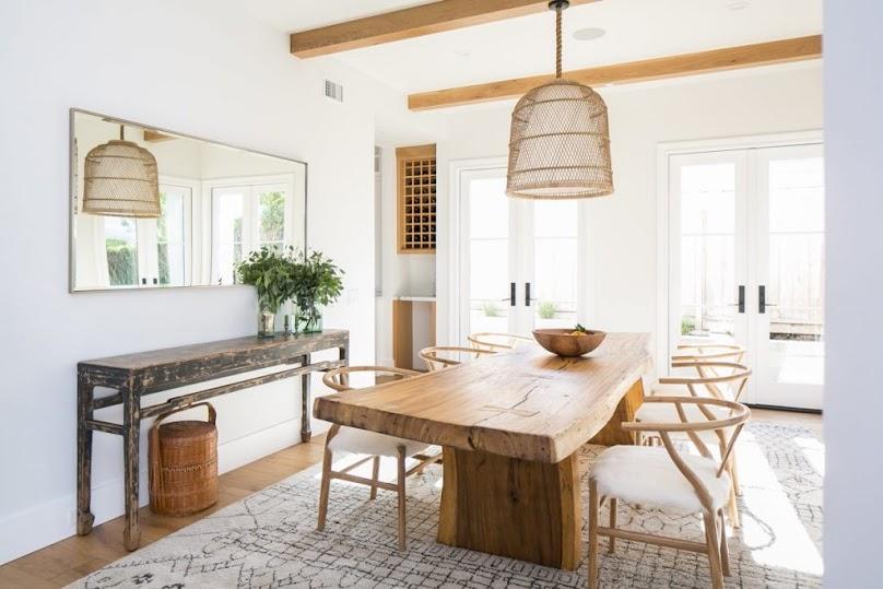 Drewno nie jest jedynym materiałem zaczerpniętymi prosto z natury, który pojawi się w aranżacji salonu 2021