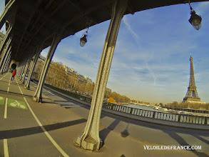 Photo: Le pont Bir-Hakeim à Paris -E-guide balade à vélo de la Tour Eiffel à la forêt de Meudon par veloiledefrance.com  The famous Bir-Hakeim bridge in Paris - Cycling guide in Paris from the Eiffel Tower to the Meudon forest