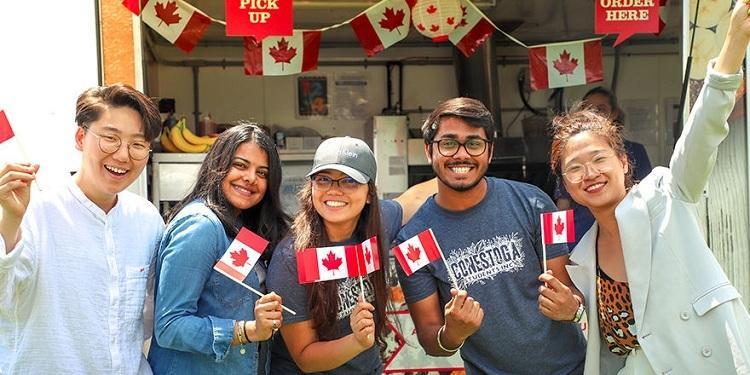 Cơ quan Di trú, Tị nạn và Quốc tịch Canada thông báo các cập nhật mới về  tiêu chuẩn xin Giấy phép làm việc cho du học sinh sau khi tốt nghiệp -