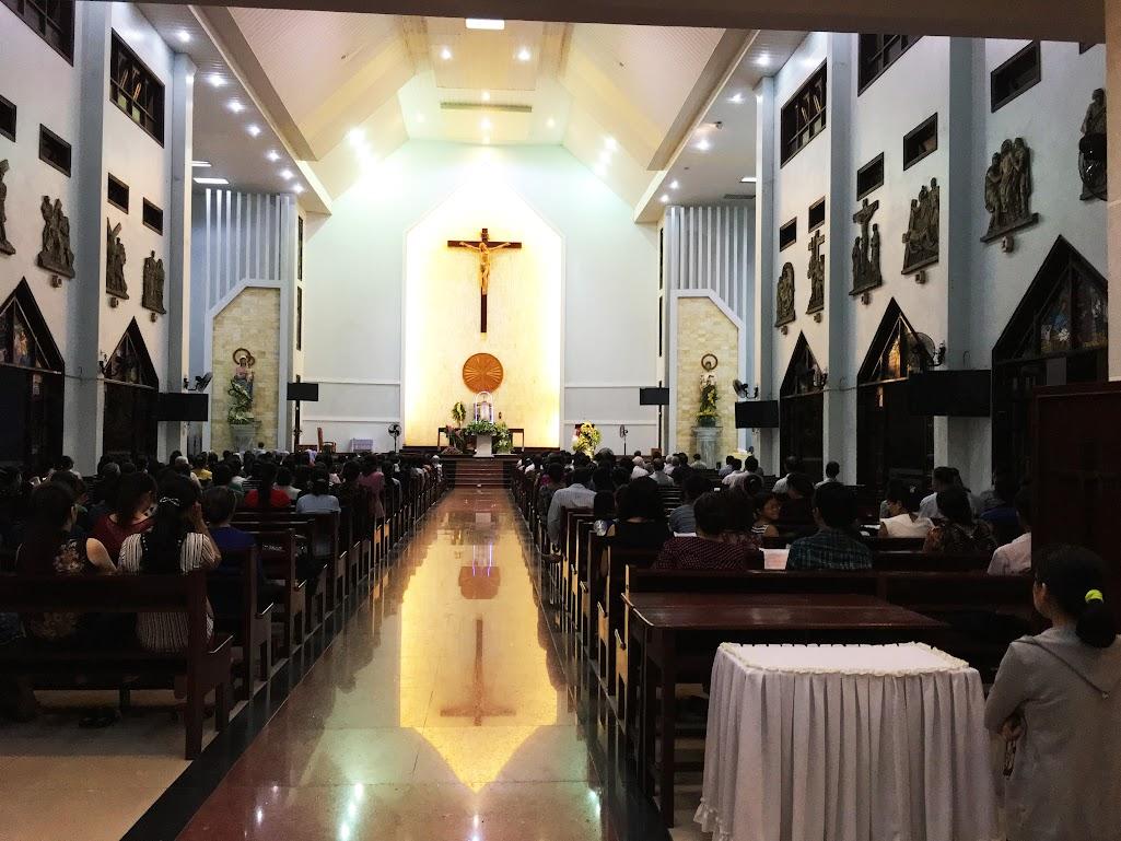 Giáo xứ Phú Bình : Đội mưa rước kiệu kính Mẹ Mân Côi - Ảnh minh hoạ 11