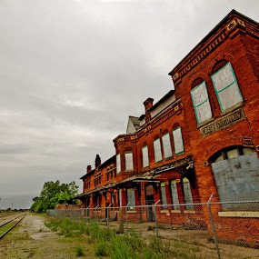 Saginaw's Potter Street Station by A tiny Place - Buildings & Architecture Public & Historical ( gray sky, train station, brick, rail road, trains )