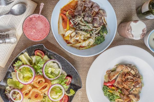 高雄新興|小義樓-近新堀江的復古義式餐廳,還能自選麵條與醬料