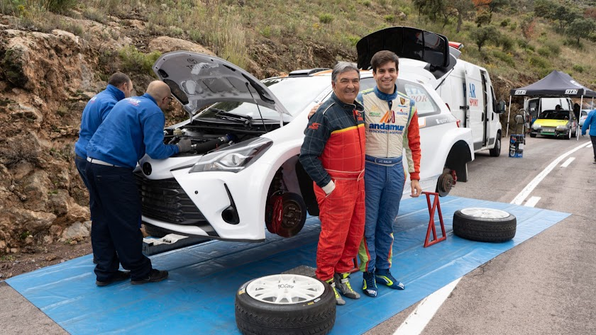 Con su amigo y copiloto Crisanto Galán
