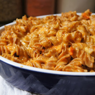 CREAMY CARROT MAC AND CHEESE.