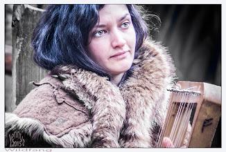 Photo: Frau mit Harfe