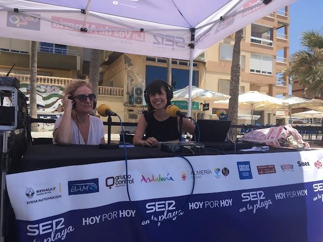 La escritora Mar de los Ríos junto a la presentadora Marta Rodríguez
