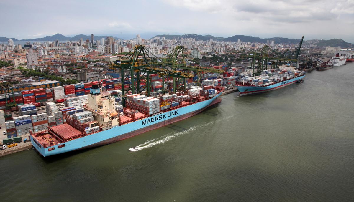 30 mil pessoas trabalham diariamente no Porto de Santos, o mais movimentado do Brasil (Fonte: Ministério dos Transportes)