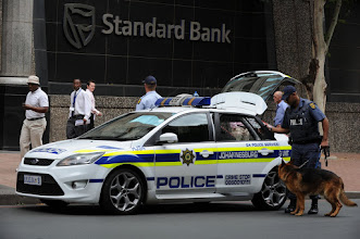 """Photo: Police were called to the Standard Bank offices on Simmonds Street to deal with an unbdisclosed incident involving a """"stressed"""" employee. 311109. Picture: Chris Collingridge318"""