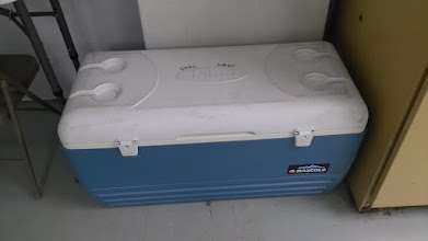 Photo: Ice chest 128 qt blue Igloo Maxcold
