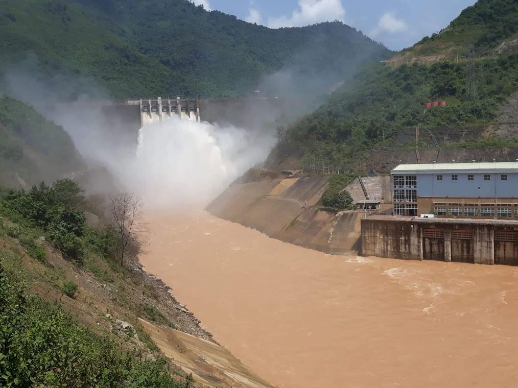 Thủy điện Bản Vẽ xả nước