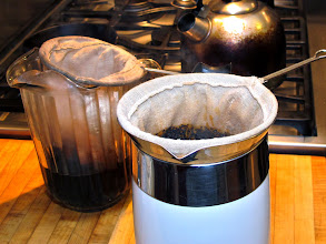 Photo: steeping Thai coffee and Thai tea