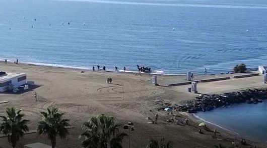 Así ha sido el desembarco de una patera en la playa de El Zapillo