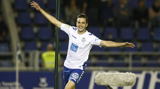 Juan Villar celebrando uno de los nueve goles que hizo con el Tenerife.