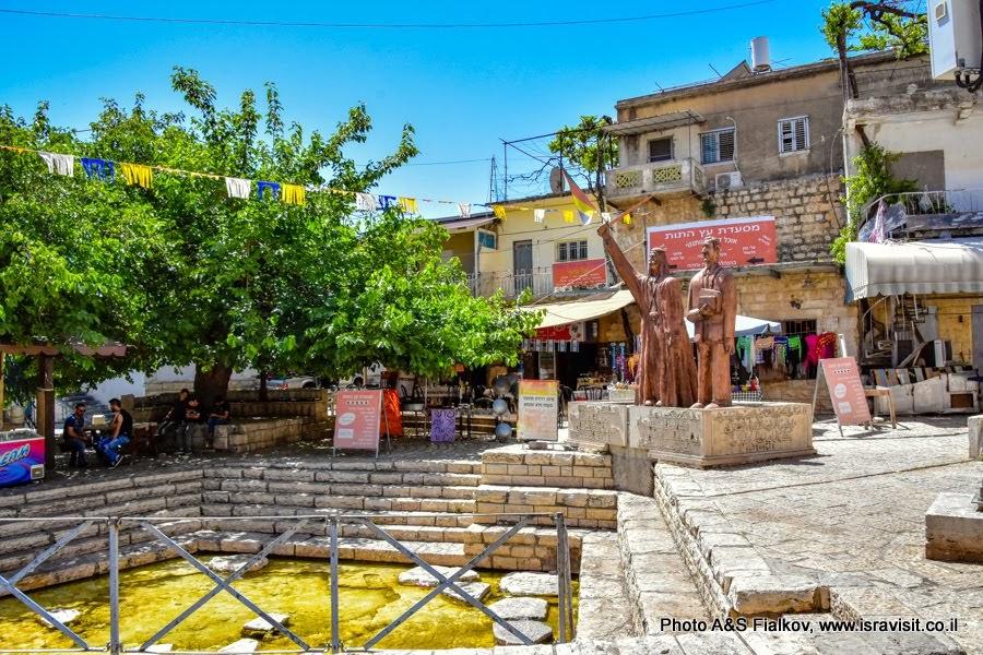 Друзский город Пкиин в Израиле. Центральная площадь.