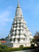 Photo: Phnom Penh - Srebrna Pagoda, Stupa Króla Ang Doung / Silver Pagoda, Stupa of King Ang Doung