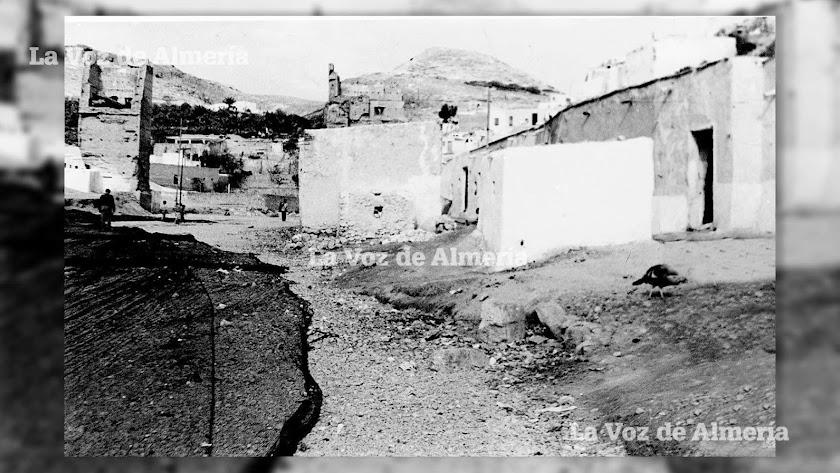 En las últimas décadas del siglo XIX existía un servicio médico a domicilio de un sanatorio particular. En la foto, la vieja Rambla de Maromeros.