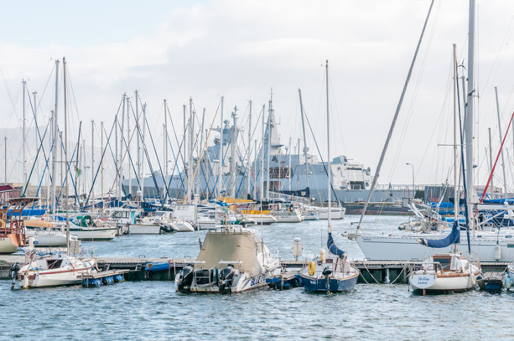 Simons Town harbour with a South African Navy Valour class frigate in the background on December 12, 2014. FILE PHOTO.