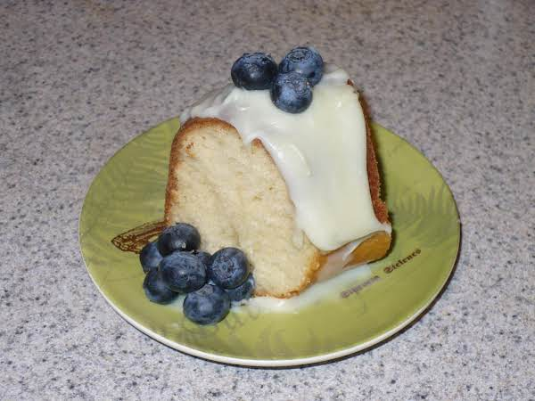 Shelby's Iced French Vanilla Cake With Berries Recipe