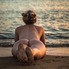 Rearview of the sea by Brian Brown - Nudes & Boudoir Artistic Nude ( water, clond, sand, booty, sea, ocean, butt, beauty, skin, curves,  )