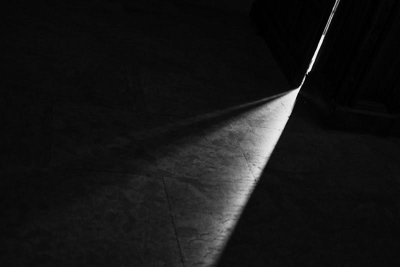 l'eterna sfida fra luce e ombra di wallyci